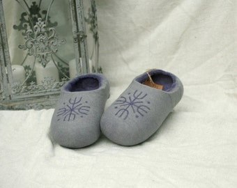 Violet felt slippers with snowflake decors, handmade wool slippers