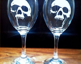 Personalised glass engraved wine glass skulls