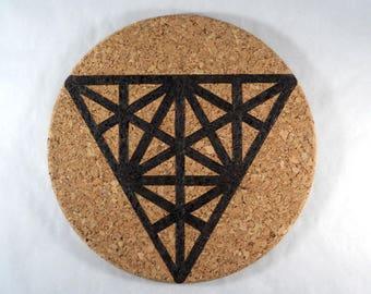 Dessous de plat liège rond pyrogravure lignes motif géométrique triangles cuisine scandinave boheme minimaliste