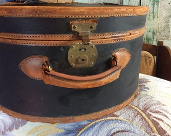 VINTAGE ROUND SUITCASE luggage, travel bag, overniter, tote, awesome interior