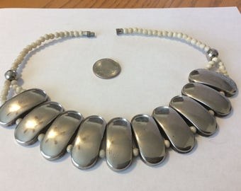 "Vintage silver-toned link and bone bead 18""necklace badn"