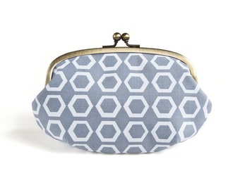 Metal frame large round pouch // Pentagon Gray