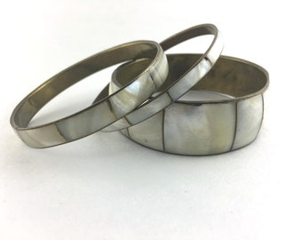 Vintage 70s Boho Mother of Pearl Bangle Set Chunky Bracelet Shell Set of 3 / 1970s Abalone Shell Brass Bangles Tribal Jewelry