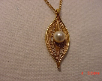Vintage Sarah Coventry Faux Pearl Necklace   16 - 759