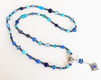 Collier Sautoir Pendentif - Bleu du Ciel dans l'Univers - Perles de Verre, Métal Argenté - Bijou créateur, fait-main, pièce unique