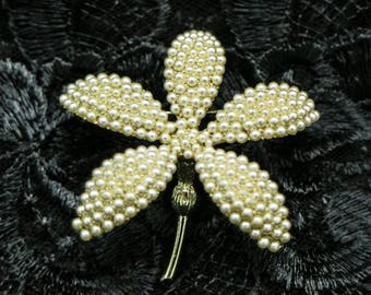 Large Beautiful Faux Pearl Flower Brooche/Pin