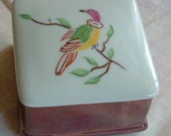 Small porcelain Bird on the lid and on the ba pattern box