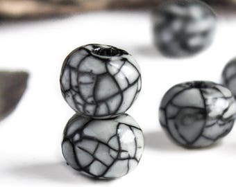 25%OFF Ceramic Beads Smokey light Grey Crackle Glazed Ball Raku mosaic Bead Organic Black lines rounds jewelry boho rustic 12-14mm 2pcs