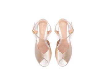 Flat wedding sandals / Champagne bridal open toe flats / vegan leather sandals / vintage look & feel / bridal shoes / Roni Kantor
