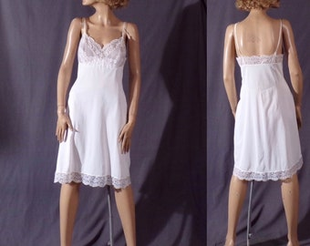 Vintage 1960s Slip - 60s Dress Slip - Vassarette Nylon Slip - 1960s Lingerie - Pin Up - Slip - As Is