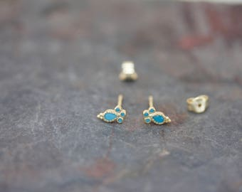 Amaryllis stud earrings