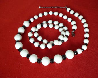 black & white retro necklace with 2 bracelets