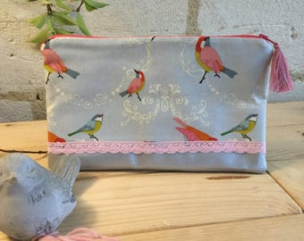 "Clutch in cotton and faux leather and lace ""birds""."