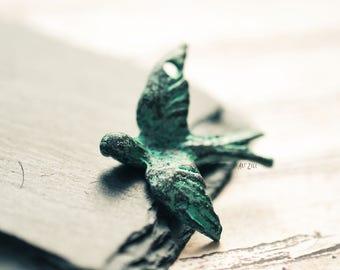 30mm  1 bird pendant, swallow, verdigris patina on copper, flying bird bead, dove, Mykonos, 1 Pc