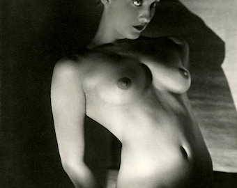 "1920's Nude Study-'Brilliant Pose"" - Black & White Image - Multiple Sizes - Classic Pose Sexy Sultry Erotic [730-529]"