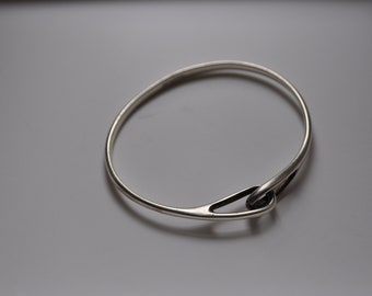 Tiffany & Co Infinity Bangle vintage sterling silver bracelet