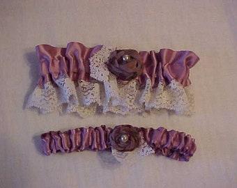 Dentelle et fleurs fait à la main au point mousse de mariage JARRETIÈRE SET-Off White & Lavande-mariée jarretière-souvenir jarretière-Toss