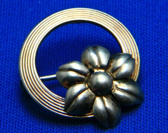 Vintage Symmetalic 14k + Sterling Dainty 1940s Flower Circle Pin Brooch