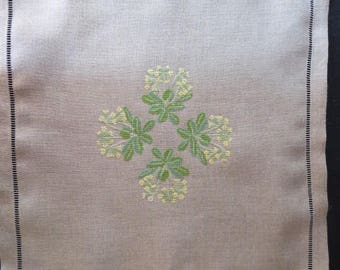 Small linen blanket with key flowers embroidered