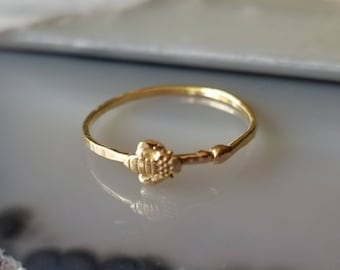 Sweet tiny bee 14k gold stacker ring, size 6.75