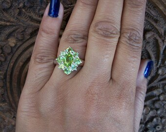 Vintage Inspired Design 925 Sterling Silver Peridot Cluster Ring Size M.