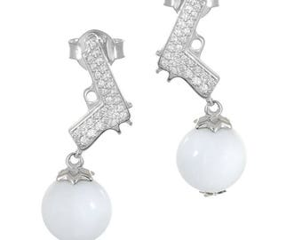 Pistol earings with cubic zirconia and white agate