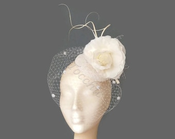 White veil fascinator, veil hat white, Bridal hat, white wedding hat, flower fascinator, white flower hat,White cocktail hat,White derby hat