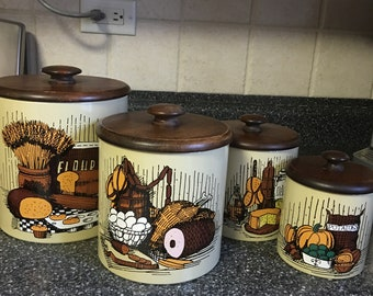 Vintage Ransburg Harvest tin containers with wooden lids - Set of 4. 1960s. Made in USA.