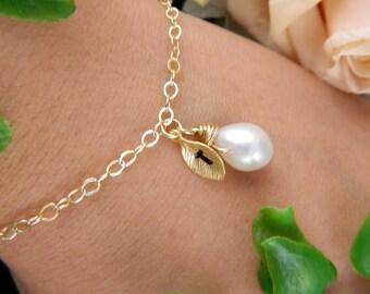 Personalized Flower girl Bracelet, Initial Bracelet, Bridesmaid Jewelry, Pearl Bracelet, Bridesmaid Gift, Minimalist, Flower Girl Gift