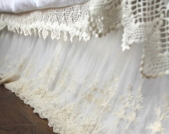 Shabby Chic White Ivory Luxury Scalloped  Lace Love Ruffle Embroidery Bridal Bed Skirt Split Corners Coverlet Bedspread Dust Ruffle
