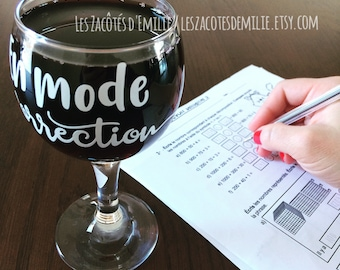 "Decal ""En mode correction"" to paste on wine glasses, beer glasses, cups, mason jar, etc."