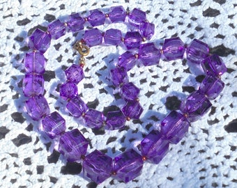 Purple Lucite Crystal Beads Necklace - Graduated Faceted Slightly Cubed Beads - Art Deco Style - Light Weight