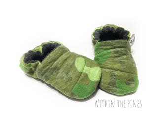 Camo Baby Moccasins - Camoflage Soft Sole Shoes - Hunting - Woodland Baby - Rustic Fashion - Army Green Camo - Baby Shower Gift - Crib Shoe