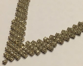 Vintage V shaped Rhinestone Necklace (HR51)