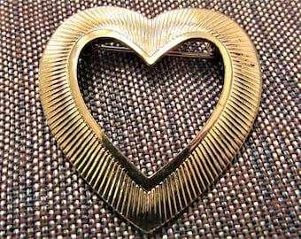 Vintage Ribbed Open Heart Brooch