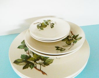Mid Century Grapevine Dishes / Vintage 8 Piece Plate Set in Leaf Pattern / Instant Collection of Woodland Dishes