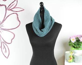 Wool Infinity Scarf • Green Scarf • Chunky Crochet Cowl • Knit Infinity Scarf • Chunky Knit Cowl • Winter Scarf • Snood