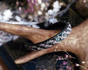 Varvá | Bracelet en cuir de saumon et fil d'étain | Inspiration bijoux scandinaves et finno-ougriens | Tenntråd