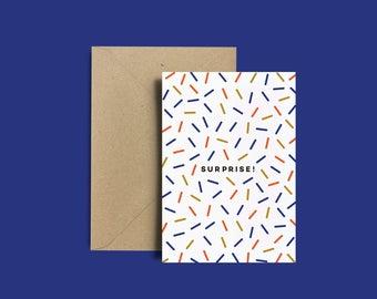 """Carte anniversaire - Carte noël - Cadeaux pour lui - Cadeaux pour elle - Jolie carte de vœux motifs """"Surprise !"""" + Enveloppe Kraft recyclé"""