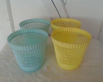 Vintage plastic cache - pot.