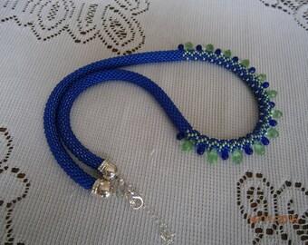 """Collier """"corde"""" réalisé au crochet en perles de rocaille et gouttes de verre"""