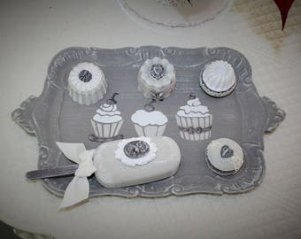 Cupcake tray and its fragrant sweets