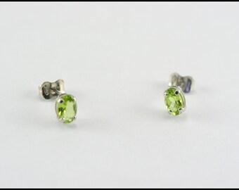 Peridot earring - silver peridot earring - sterling silver peridot stud earring - silver stud earring