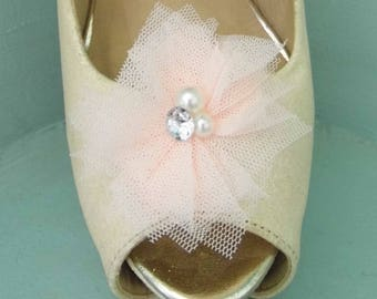 Beautiful Deeree Light Peach Netted Shoe Clips with Pearl & Diamante Centre