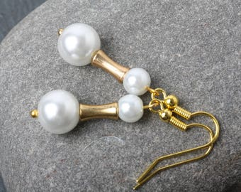 Pearl Earrings, White Pearls and gold Earrings, Bridesmaid Earrings, white and gold, Wedding earrings, bridesmaid gift, Bridal party jewelry