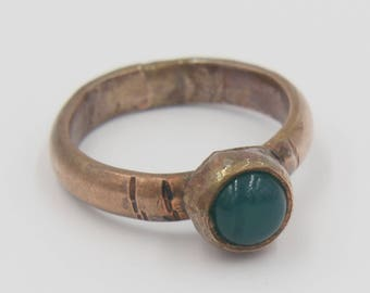 Green Chalcedony ring with copper band // Green ring // Bohemian ring // Copper