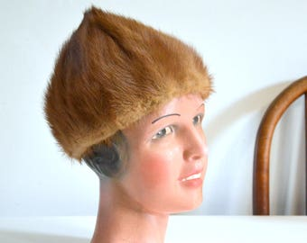 hat in mink fur vintage woman French 1950s