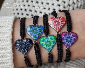 Macrame bracelet with floral ornament