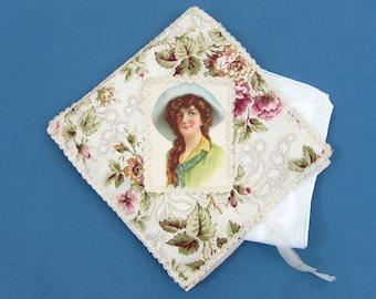 """Rabattable porte mouchoir et bord mouchoir - joli tissu avec Dame du Centre - 6.5"""" carré - c 1910 de roulés à la main"""