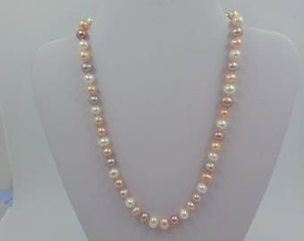 Pearl hand knotted necklace